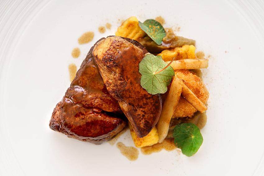 Телешки Блек Ангъс филе с гъши дроб, патладжан, ньоки, козя брада и сос росини