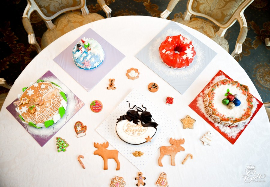 Este Restaurant offers Christmas cakes, cookies and baskets !